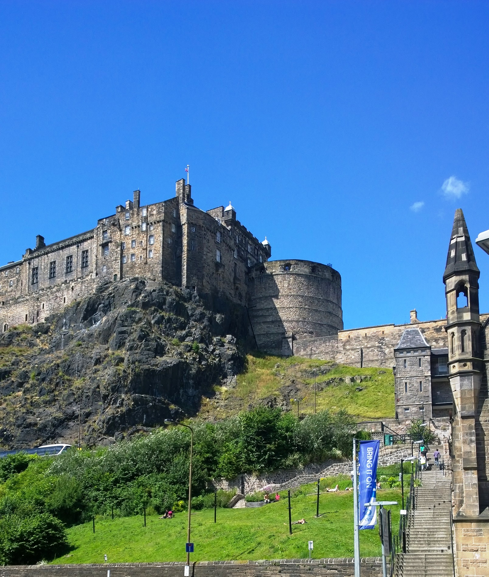 City showcase: Edinburgh Castle - Greatbase Apartments ...