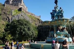 The-Ross-Fountain-and-Edinburgh-Castle