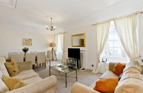4-bedroom Edinburgh holiday apartment located near Edinburgh Playhouse and OMNi Centre
