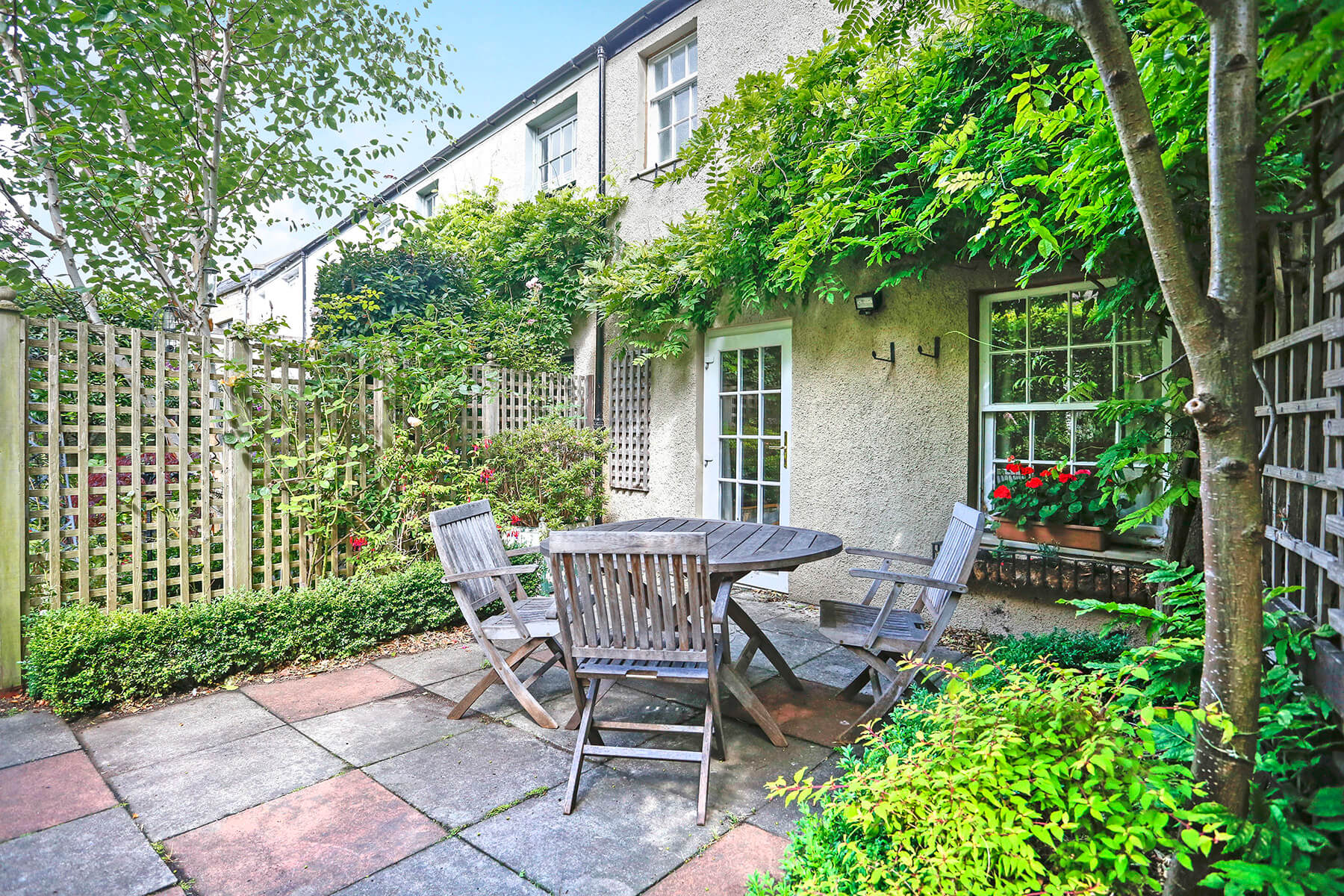 Circus Lane - Holiday lettings Edinburgh with garden by Greatbase