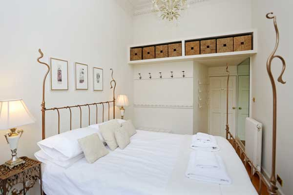 Edinburgh holiday apartments -finest bed