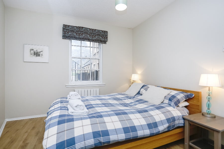 http://Clean%20bed%20in%20Edinburgh%20home%20away%20from%20home